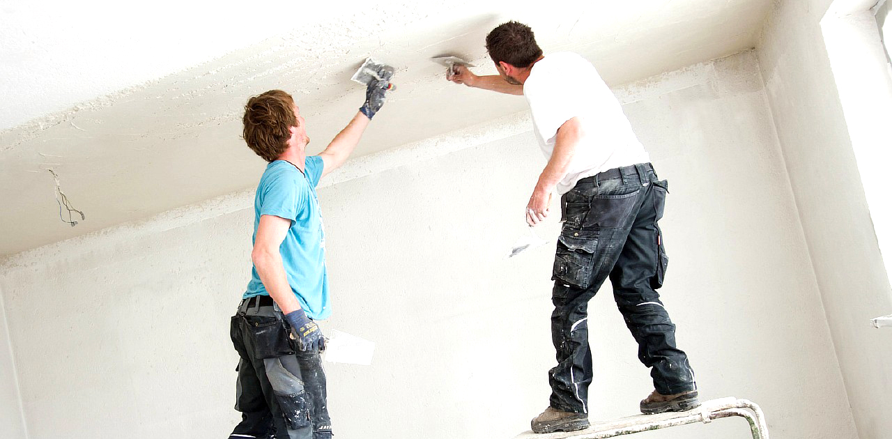 Штукатурим потолок своими руками видео